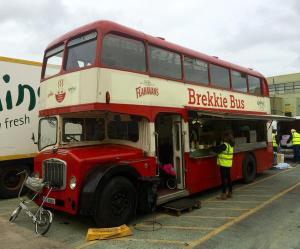 brekkie bus