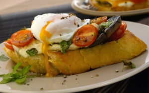 poached-eggs-on-tomato-and-mushroom-toasts