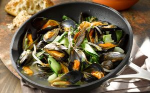 Mussels-with-Pak-Choi-and-Bean-Sprouts