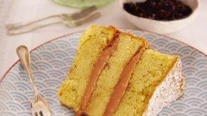 lavender-sponge-cake-with-rhubarb-curd